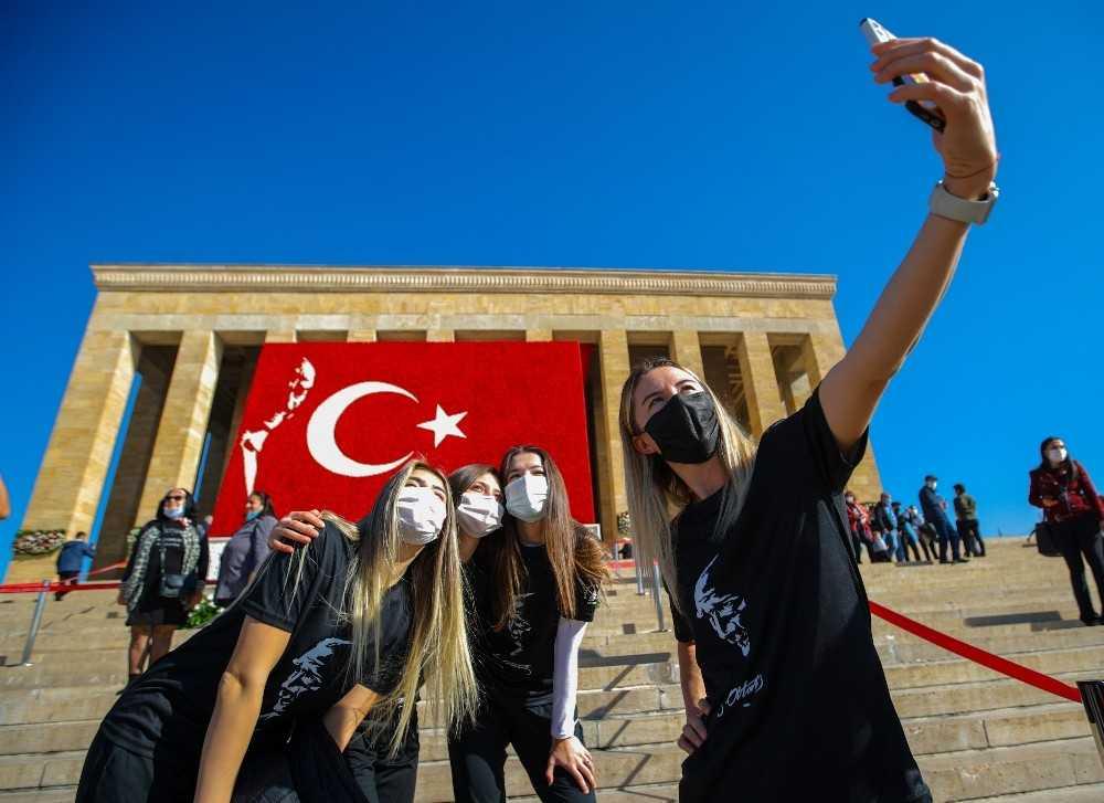 Muratpaşa Belediyespor Kadın Hentbol Takımı Anıtkabir'i ziyaret etti