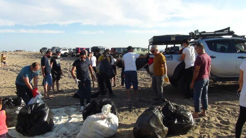 Off Road üyeleri caretta carettaların yuvalama alanını temizledi