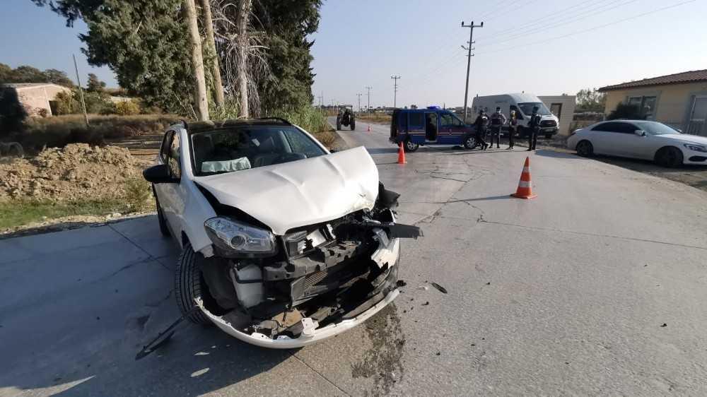 Otomobil iş makinesine çarptı: 2 yaralı