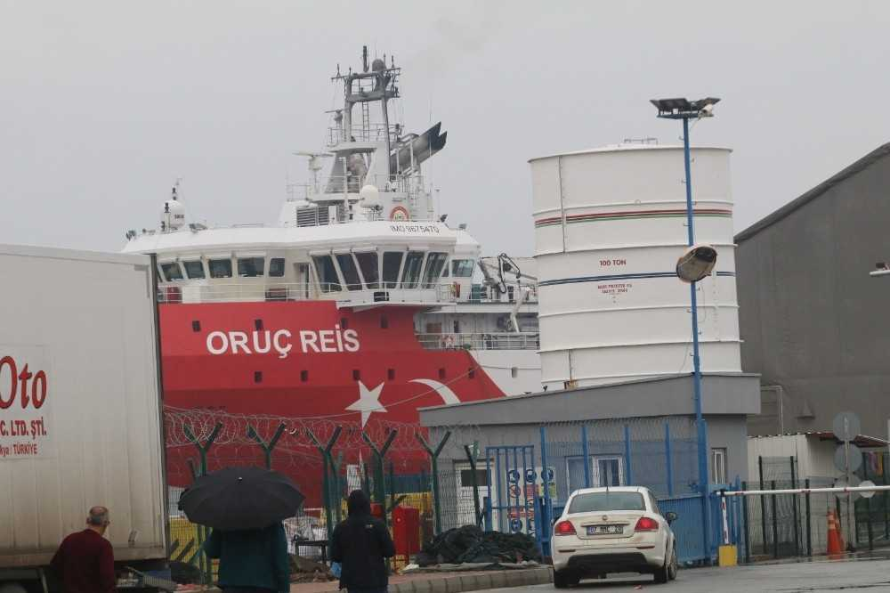 Sismik veri toplayan Oruç Reis, Antalya Limanı'na döndü