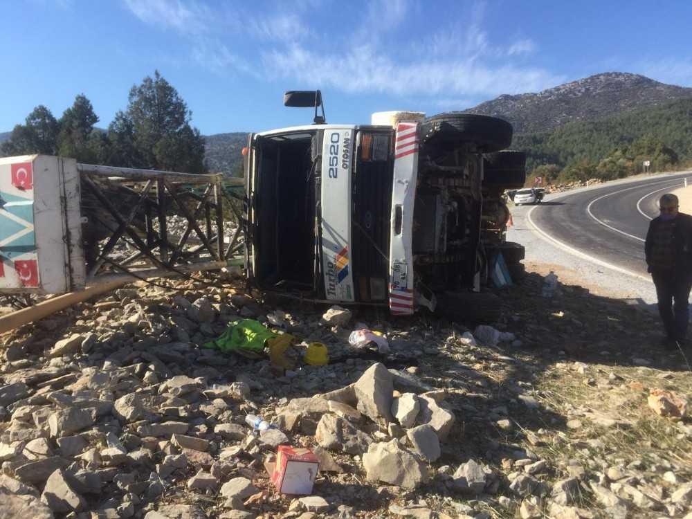 Sondaj kamyonu kontrolden çıkıp devrildi: 1 yaralı