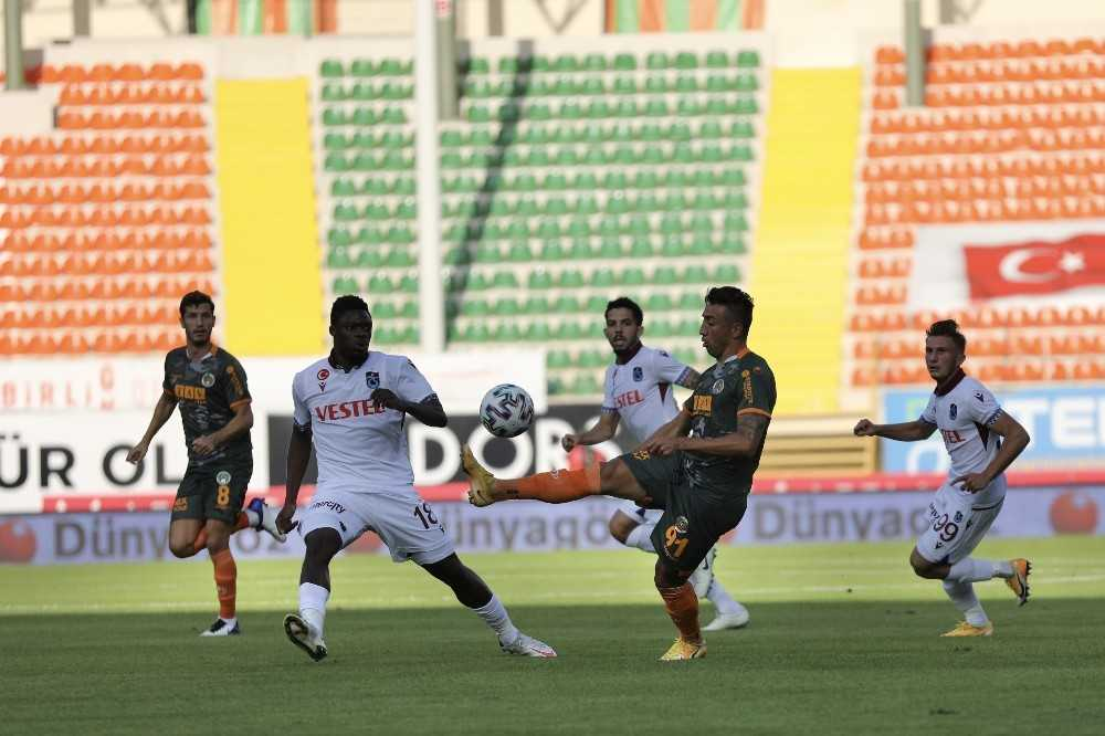 Süper Lig: Aytemiz Alanyaspor: 0 – Trabzonspor: 0 (İlk yarı)