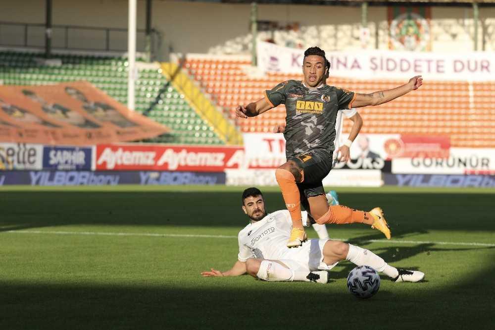 Süper Lig: Aytemiz Alanyaspor: 1 – İ.H. Konyaspor: 0 (İlk yarı)