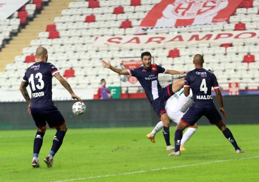 Süper Lig: Fraport TAV Antalyaspor: 0 – Aytemiz Alanyaspor: 0 (İlk yarı)