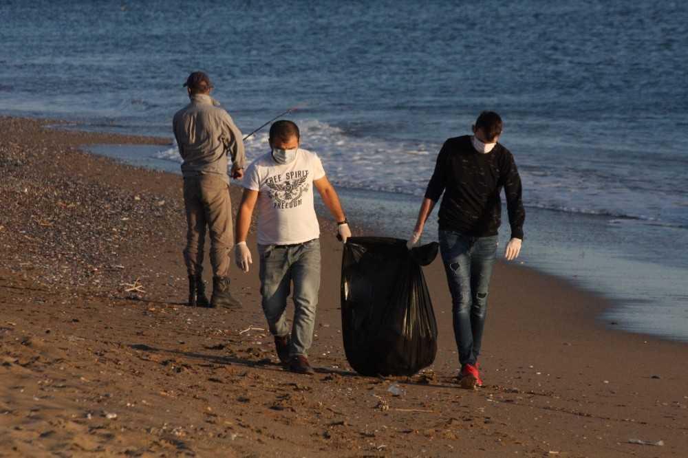 Tekerlekli sandalye için sahilde kapak topladılar