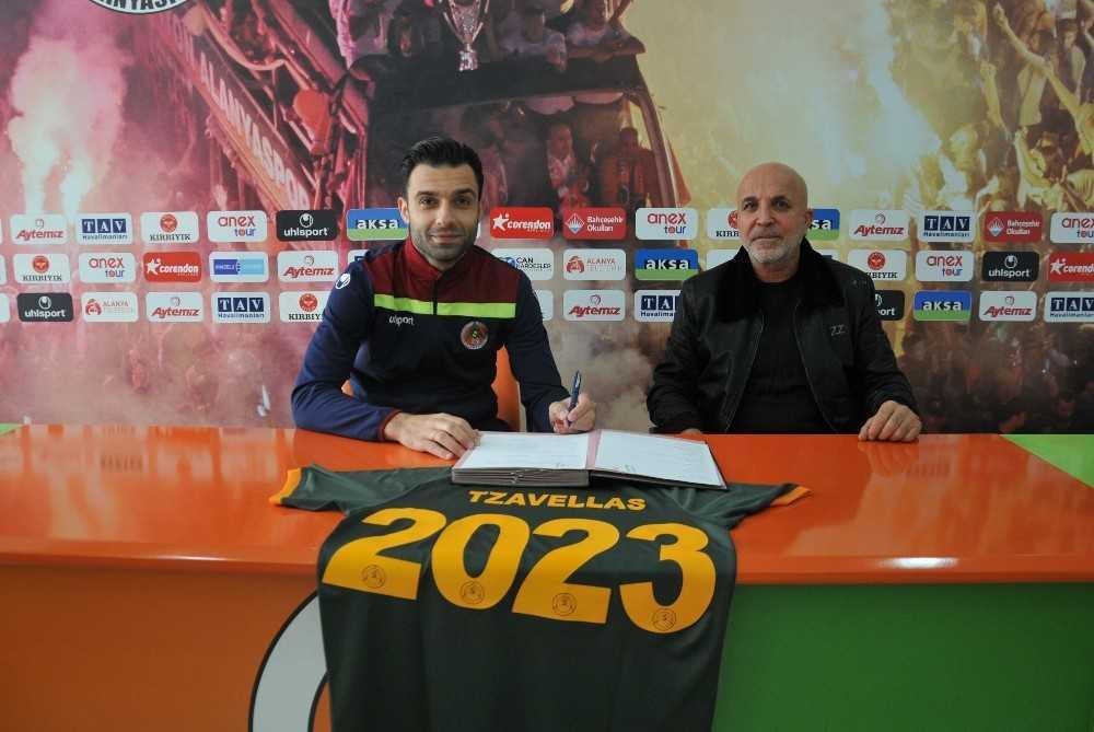 Alanyaspor'da Tzavellas'ın sözleşmesi uzatıldı