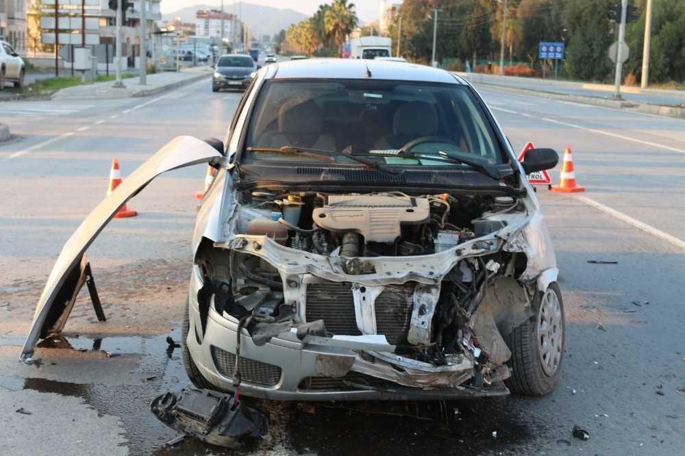 Alkollü sürücü kırmızı ışıkta geçip tankere çarptı
