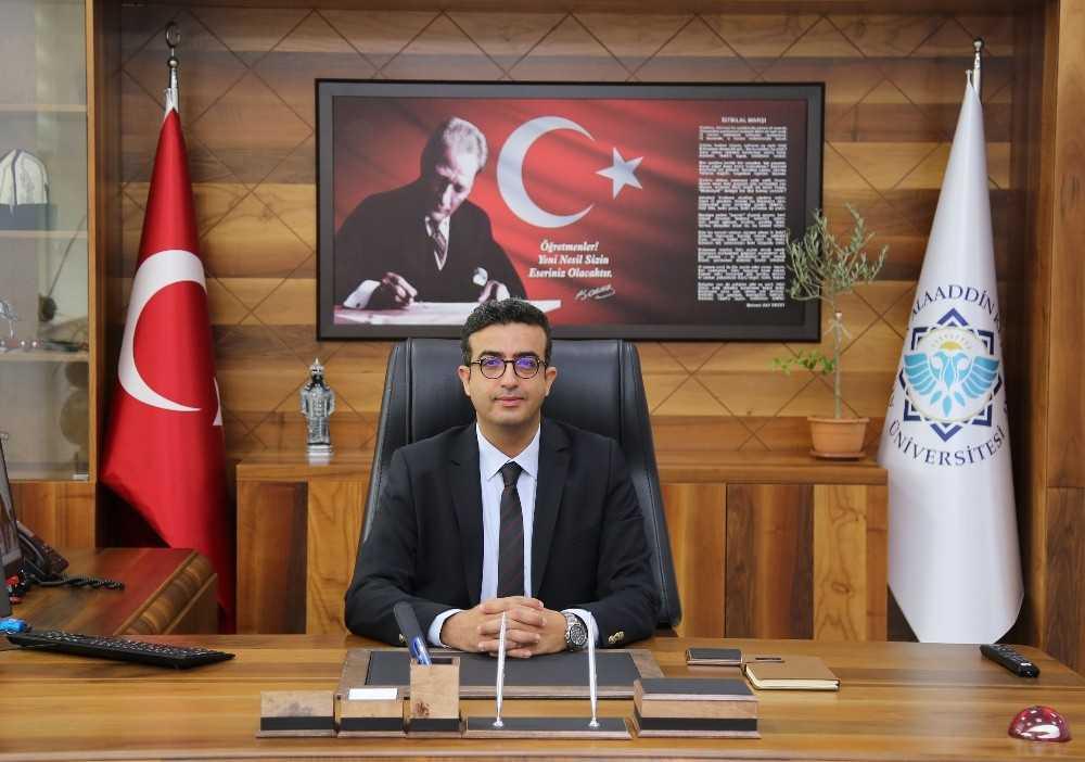 ALKÜ'ye Türk dili ve kültürüne hizmet ve yayın ödülü