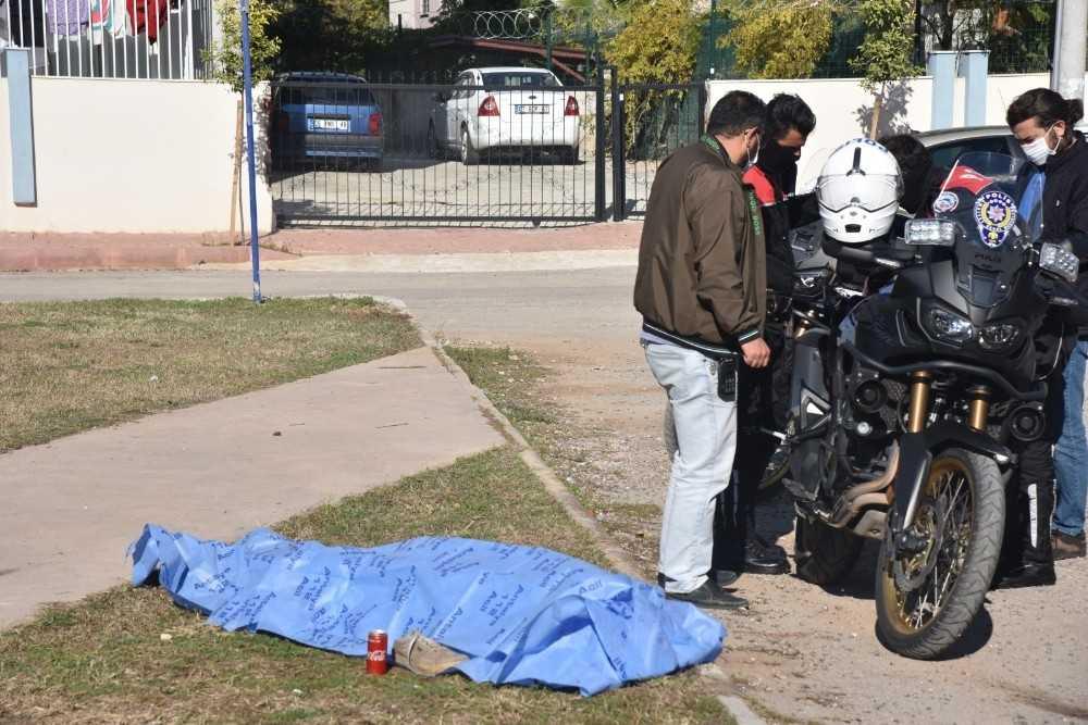 Antalya'da çocuk parkında erkek cesedi bulundu