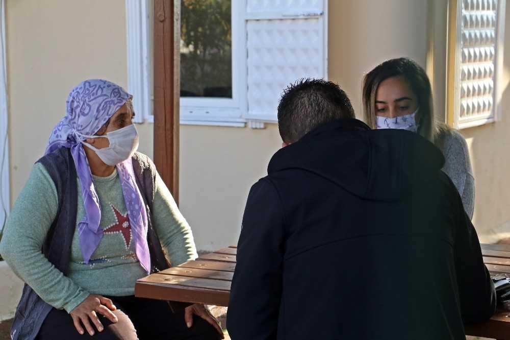 Antalya'da pes dedirten kapkaç: Para dolu cüzdanı bıraktı, iğneleri alıp kaçtı
