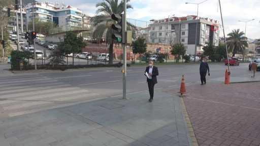 Antalya'da pes dedirten olay…Hayatını kaybeden çocuklarının fotoğraflarını paylaşıp vatandaşları dolandırdılar