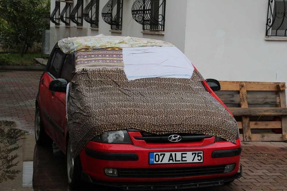 Antalya'da turuncu alarm sonrası araçlara, kilim, naylon ve brandalı önlem