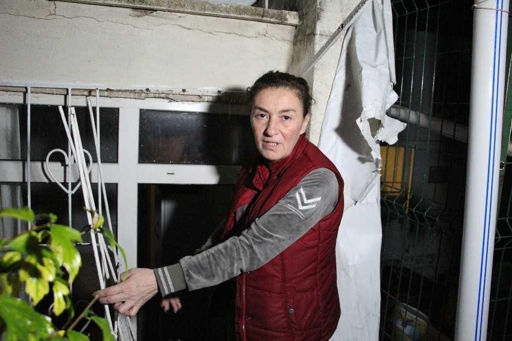 Antalya'da yağmur suyu dolan dairede mahsur kadın son anda kurtarıldı