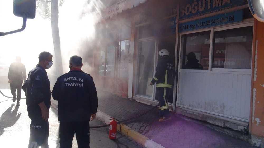 Beyaz eşya tamiri dükkanında yangın