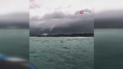 Dalgalı denizde balıkçı şamandıralarına sarılmış halde bulundu ölümden deniz polisi kurtardı