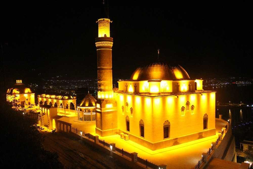 Finike Eroğlu Nuri Camii ibadete hazır