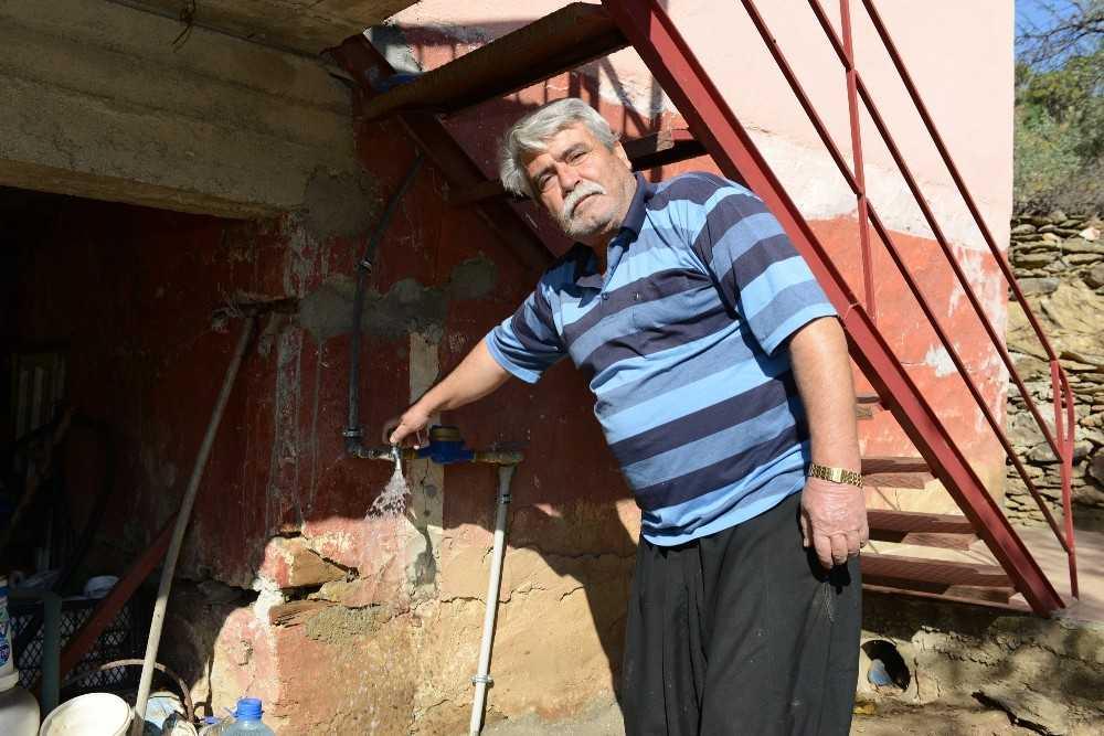 Gazipaşa mahallelerinde yıllar sonra gelen su sevinci
