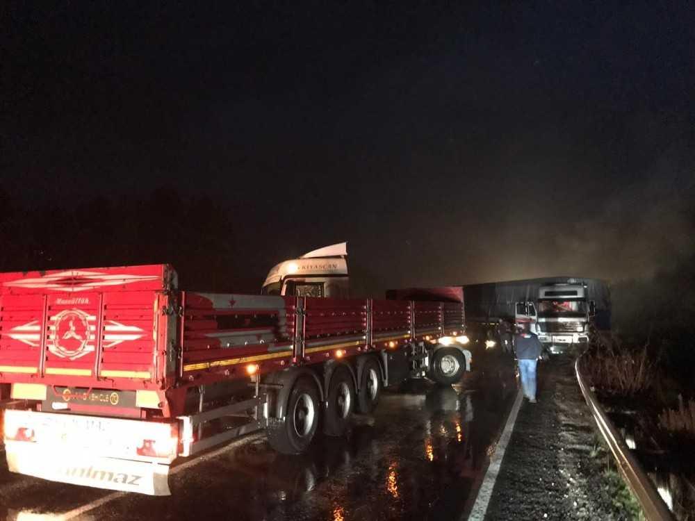 İki tırın çarpıştığı kazada Antalya-Konya karayolu trafiğe kapandı