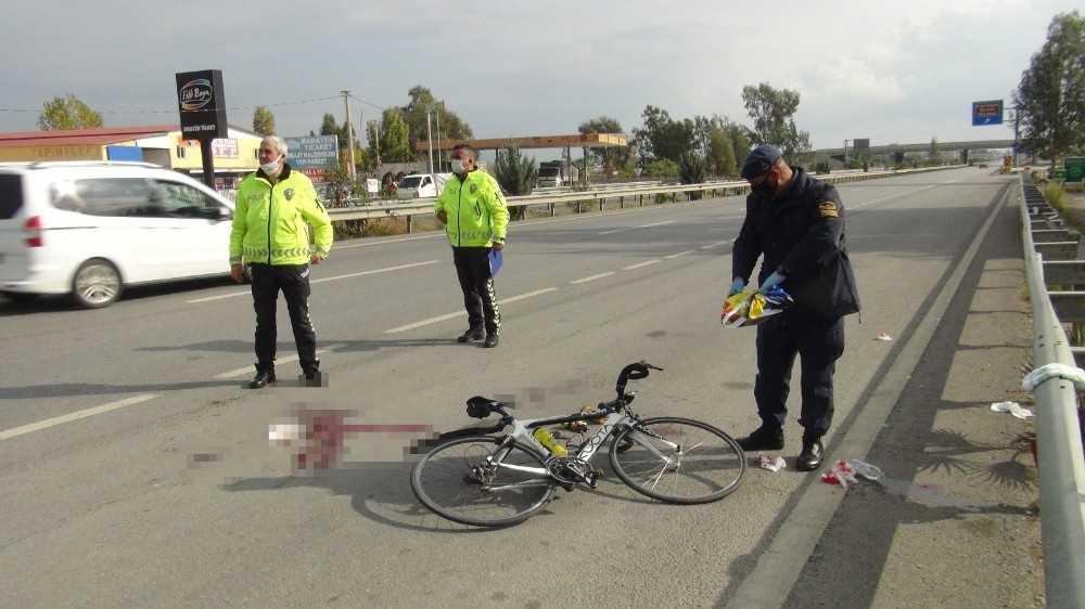 İşitme engelli Çek milli bisikletçi, yayaya çarptı: 1'i ağır 2 yaralı