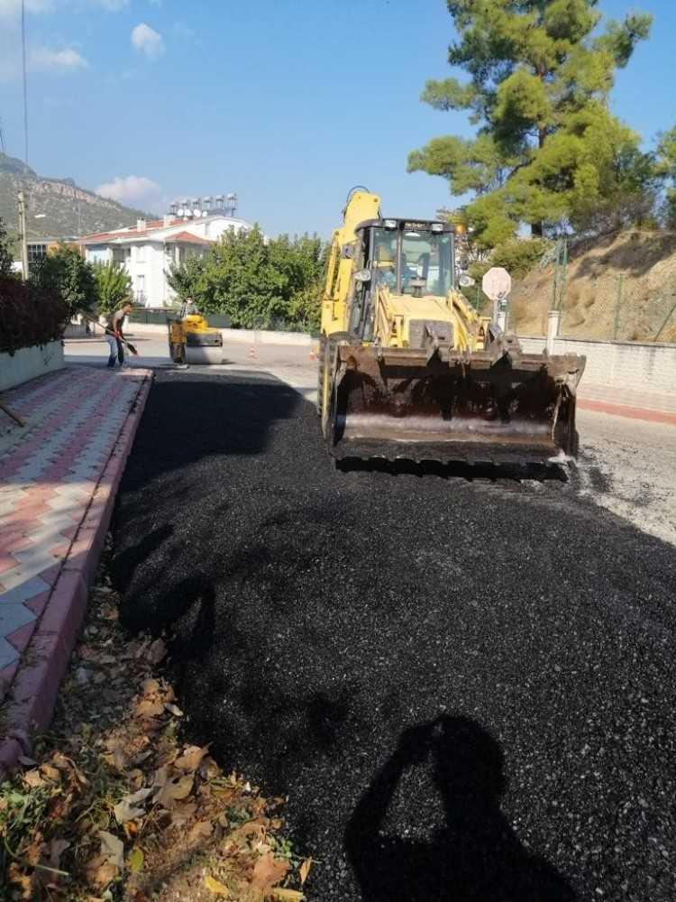 Kemer Belediyesi  alt yapı çalışmaları yapılan bozuk yolları asfaltlıyor