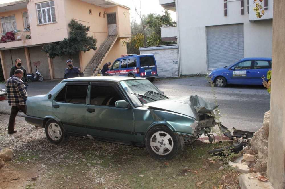 Kontrolden çıkan otomobil duvara çarptı: 1 yaralı