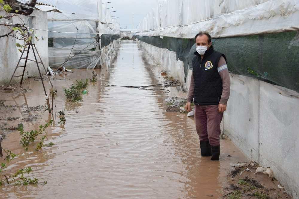 Kumluca aşırı yağmur sele sebep oldu