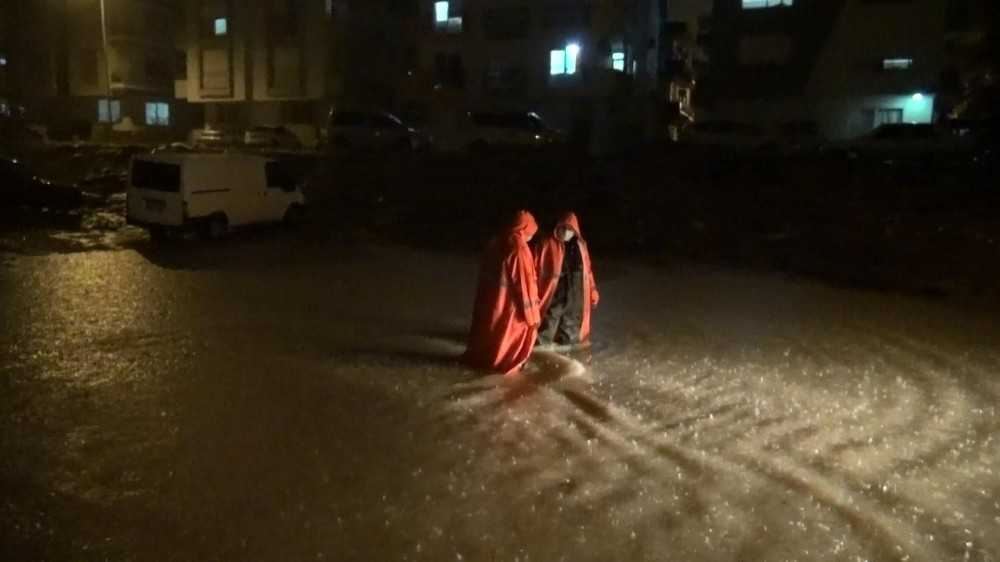 Manavgat'ta şiddetli yağış su baskınlarına sebep oldu