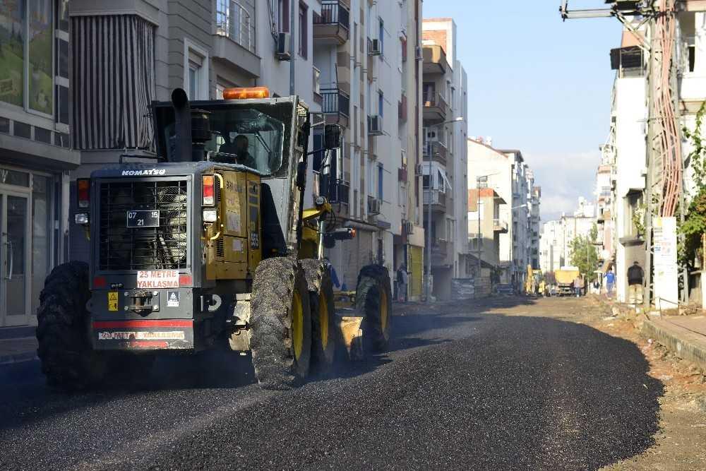 Muratpaşa'da tüm yollar yıl sonuna kadar yenilenecek