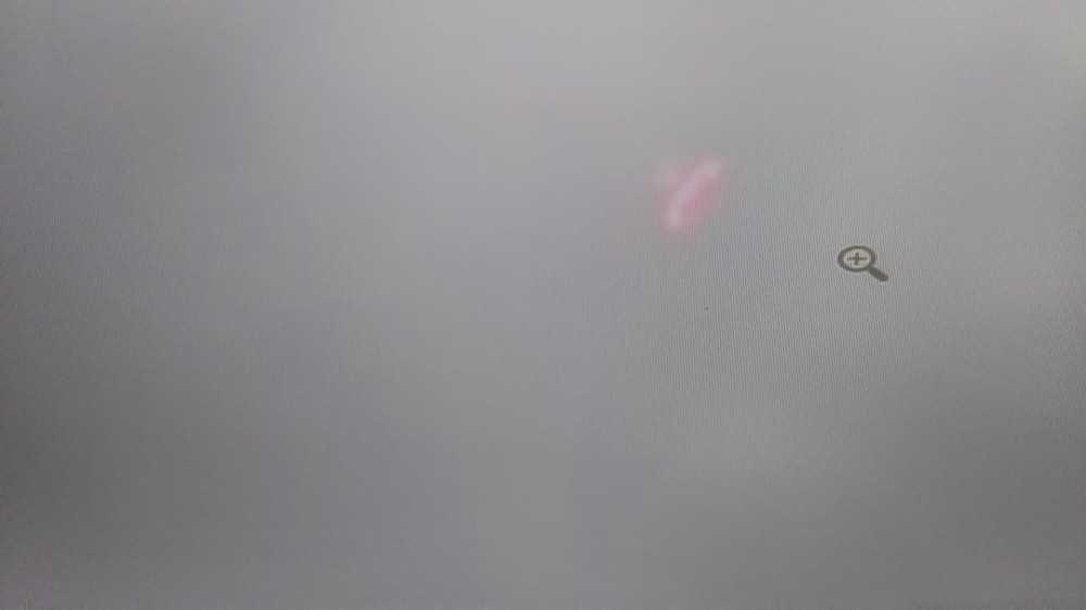 Otel çalışanı havada duran esrarengiz cismi görünce şoke oldu