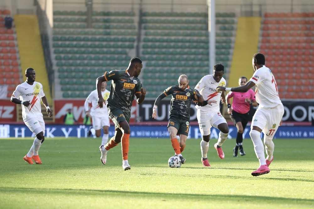 Süper Lig: Aytemiz Alanyaspor: 1 – Yeni Malatyaspor: 0 (İlk yarı)