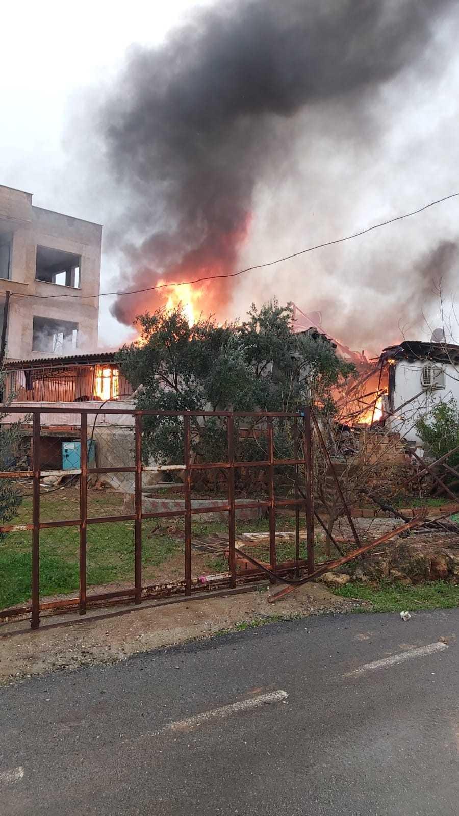 Ev yangınında yatalak yaşlı kadın hayatını kaybetti