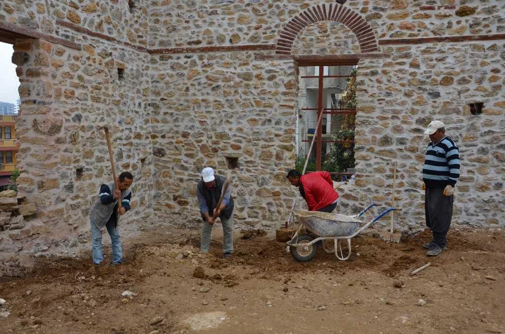 Alanya Gülevşen Camii'nin ana duvarları tamamlandı