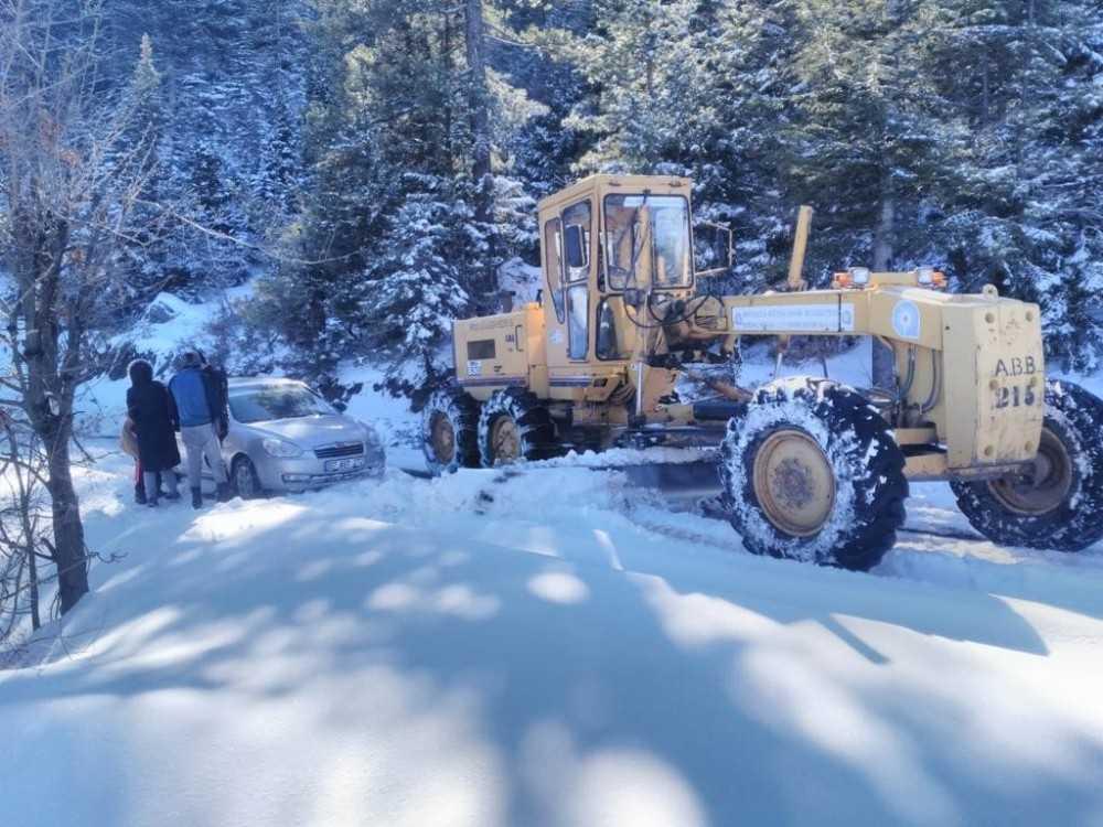 Alanya'da kar ve heyelandan kapanan yollar açıldı