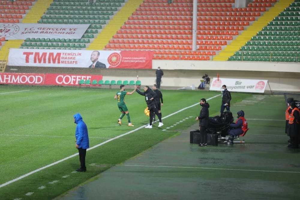 Alanyaspor - Sivasspor maçına yağmur engeli