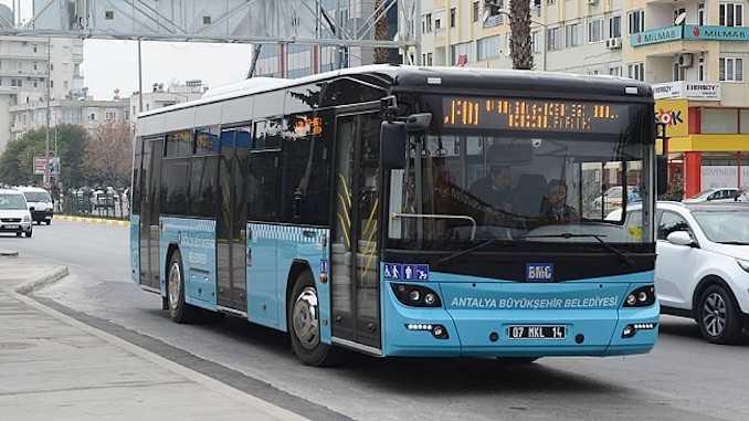 12-20 yaş aralığındaki gençler Pazartesi gününden itibaren toplu ulaşımı kullanabilecek.
