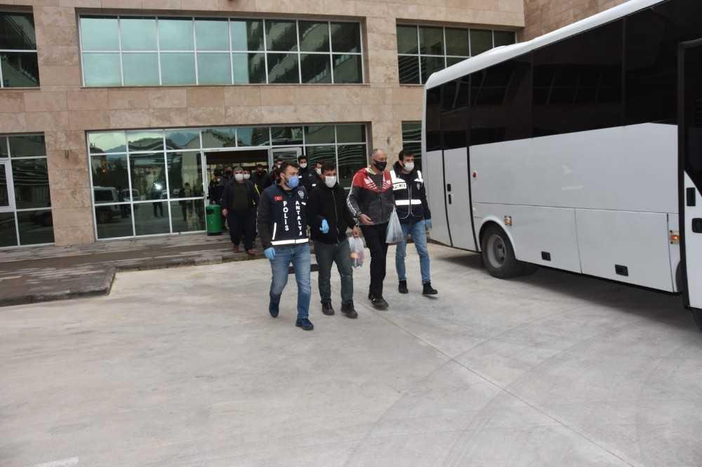 Antalya'da aranan 81  şüpheli yakalandı