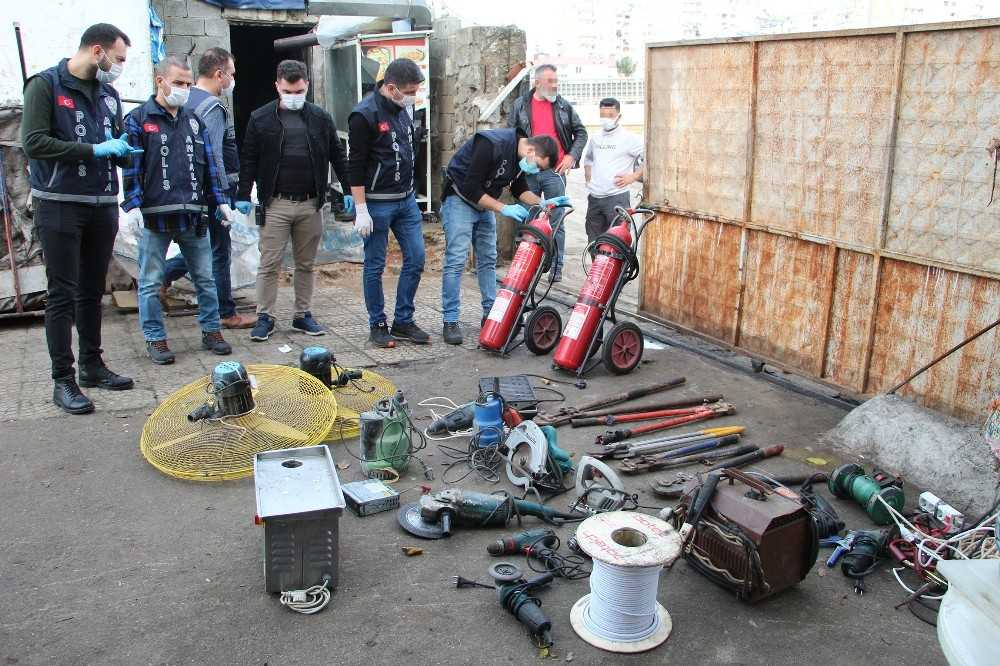 Antalya'da hurdacılara 120 polisle şok baskın