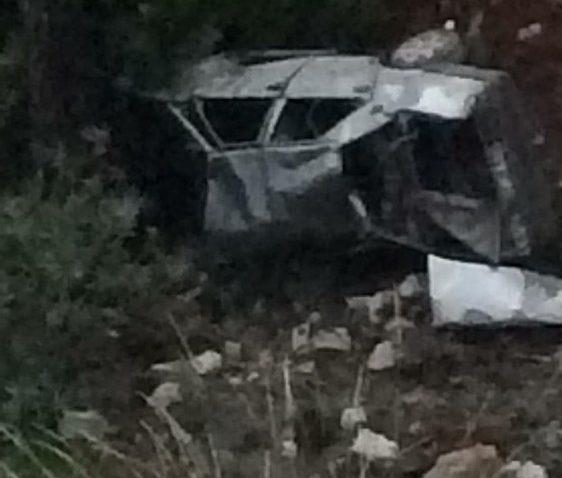 Antalya'da otomobil şarampole yuvarlandı: 1'i ağır 3 yaralı