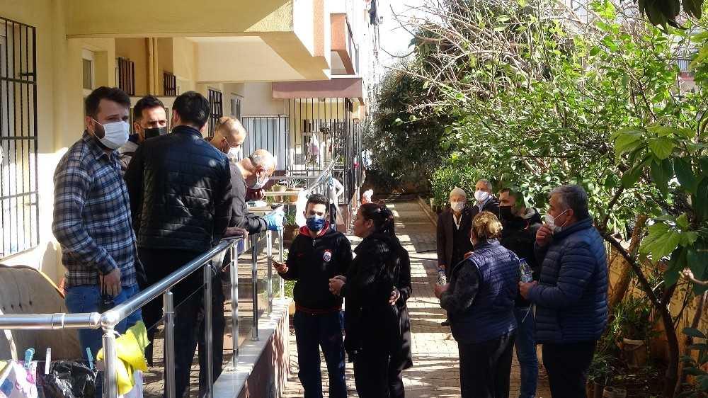 Antalya'da yaşlı kadın kanlar içinde ölü bulundu