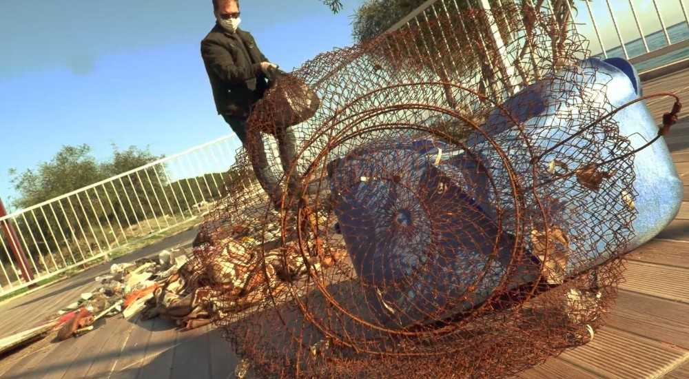 Deniz çöpleri izleme programı kapsamında Kemer'de sahil temizliği