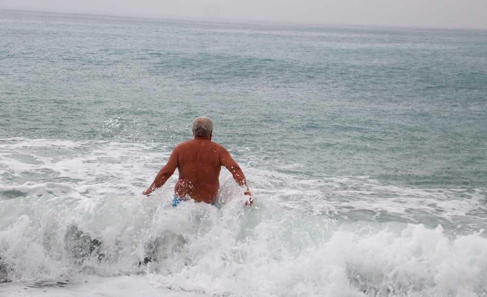 Deniz keyfini turuncu alarm bile bozamadı