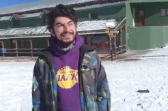 Dünyaca ünlü kayak merkezine uzun süre sonra kar yağdı, otel müdürü ve kayak hocası sevinçten göbek attı