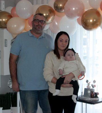 İsveçli çiftin 910 gram dünyaya gelen bebekleri Alicia savaşı kazanıp 1 yaşına girdi