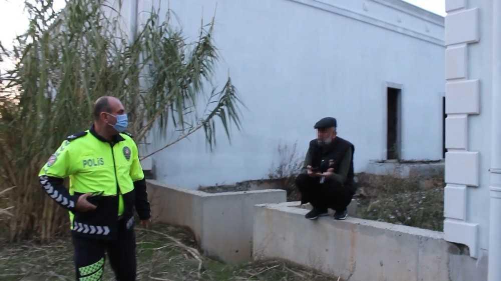 """Kaza yerinden kaçan alkollü ve ehliyetsiz sürücü polise yakalanınca """"Ne kazası Mehmet abi"""" dedi"""