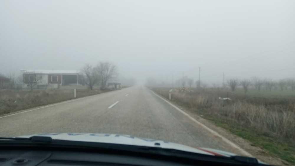 Korkuteli-Bucak karayolunda yoğun sis  etkili oldu