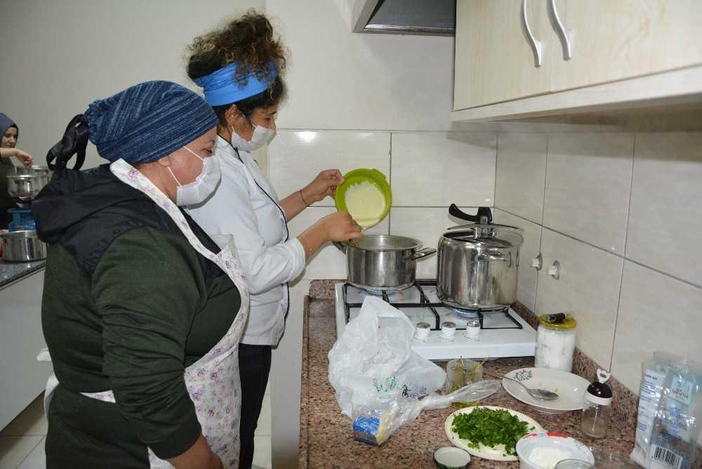 Korkuteli'nde aşçı çırağı yetiştirme kursu açıldı