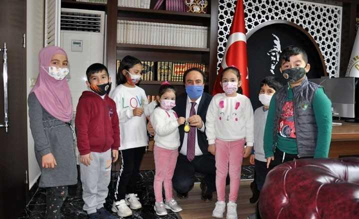 Kumbaralarında biriktirdikleri harçlıklarını Suriye'ye bağışladılar