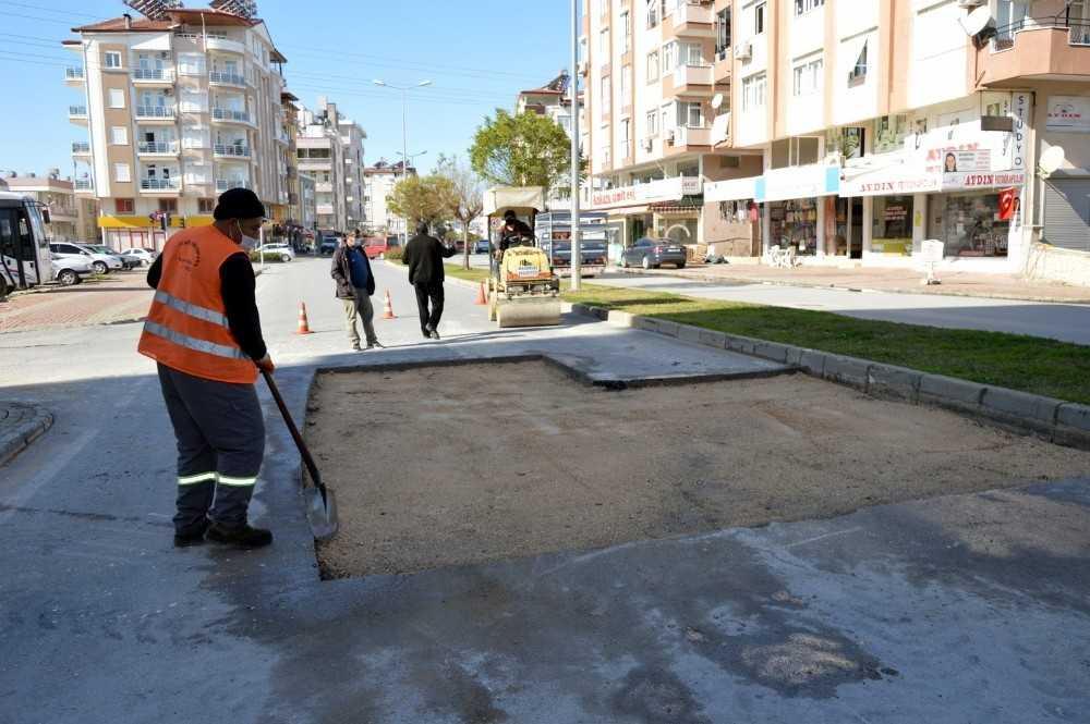 Manavgat'ta fırtına sonrası bozulan yollar onarılıyor