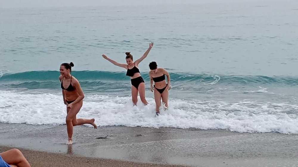 Ocak ayında deniz keyfi yaşadılar