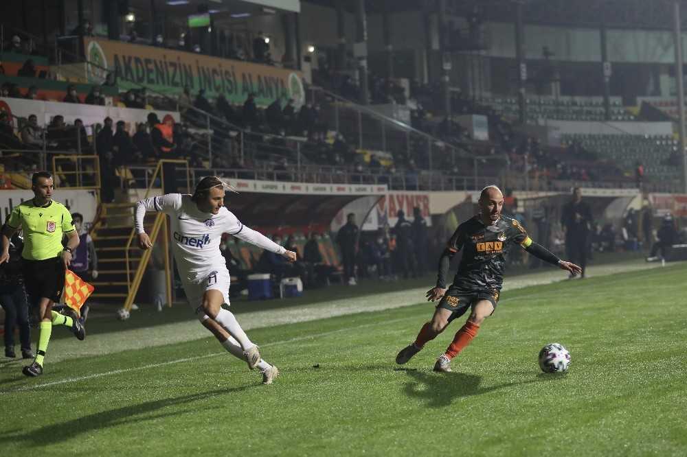 Süper Lig: Aytemiz Alanyaspor: 1 – Kasımpaşa: 2 (İlk yarı)